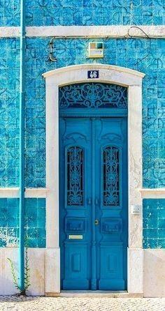 Врата син цвят